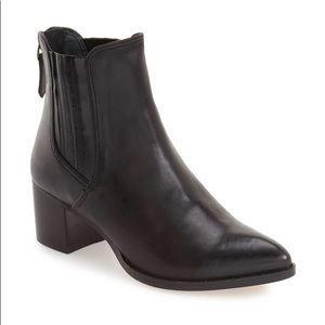 Halogen 'Bailey' pointed toe block heel bootie